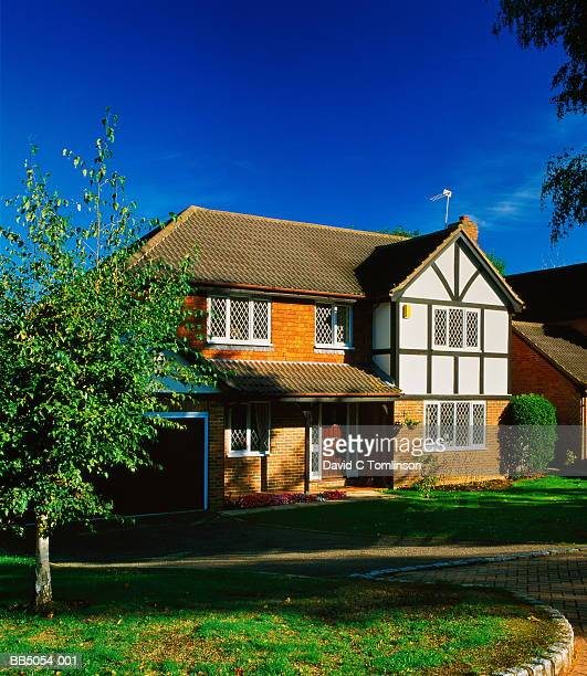 modern detatched suburban house, england - surrey england stock pictures, royalty-free photos & images