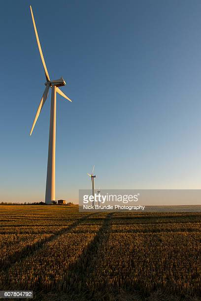 modern energy - american style windmill stock pictures, royalty-free photos & images