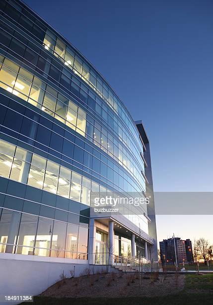Moderne Entreprise Außenansicht bei Sonnenuntergang