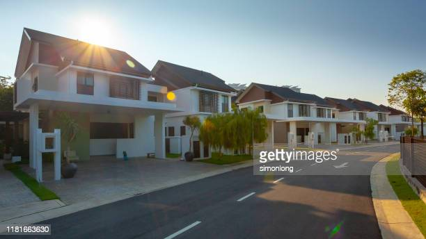 modern exterior housing design - real estate developer stock pictures, royalty-free photos & images