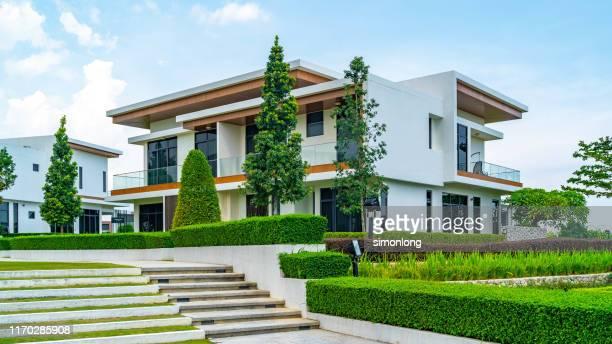 modern exterior housing design with garden - fotostock stock-fotos und bilder