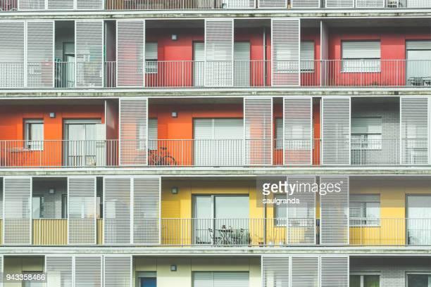 modern facade - fachada arquitectónica fotografías e imágenes de stock