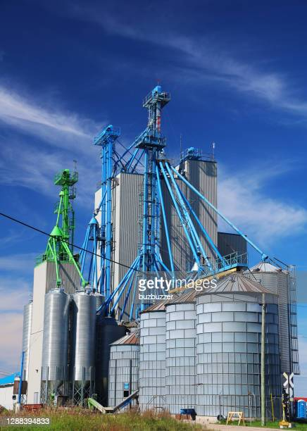 modern farming industry buildings - buzbuzzer stock pictures, royalty-free photos & images
