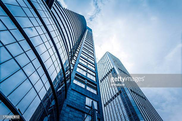 modern glass corporate building - skyscraper stock pictures, royalty-free photos & images
