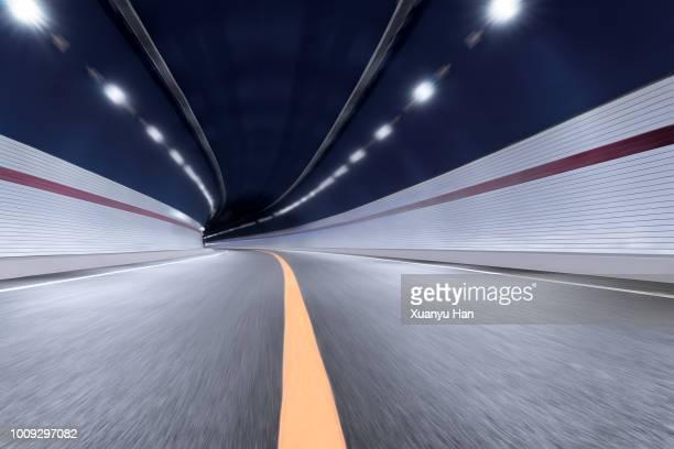 modern highway tunnel underpass - circuler photos et images de collection