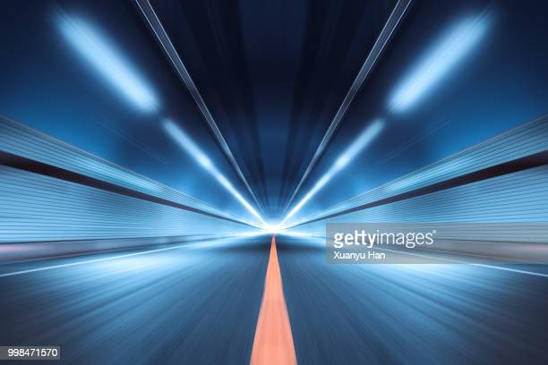 modern highway tunnel underpass - perspectiva espacial - fotografias e filmes do acervo