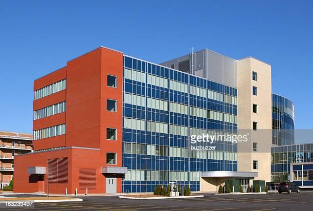 Hôpital moderne de l'extérieur du bâtiment