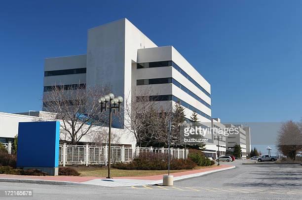 Moderne Krankenhaus Gebäude mit Schild