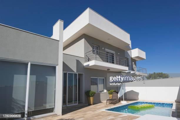 casa moderna com piscina. - fachada - fotografias e filmes do acervo