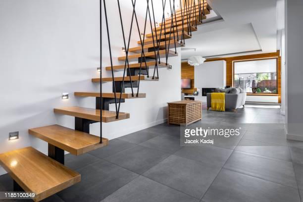 modern interior design - korridor stock-fotos und bilder