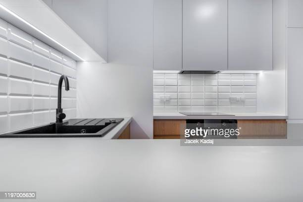 modern kitchen - kitchen counter stock pictures, royalty-free photos & images