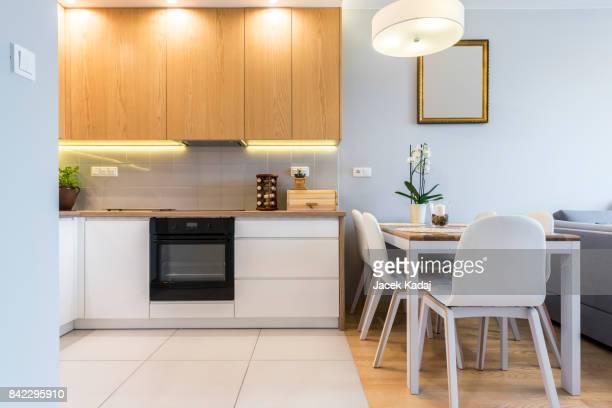 modern kitchen - bancada de cozinha mobília - fotografias e filmes do acervo