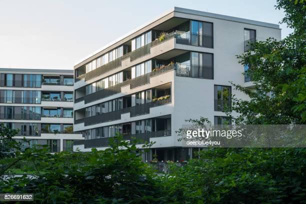 Eine moderne große Mehrfamilienhaus in Hamburg, Deutschland