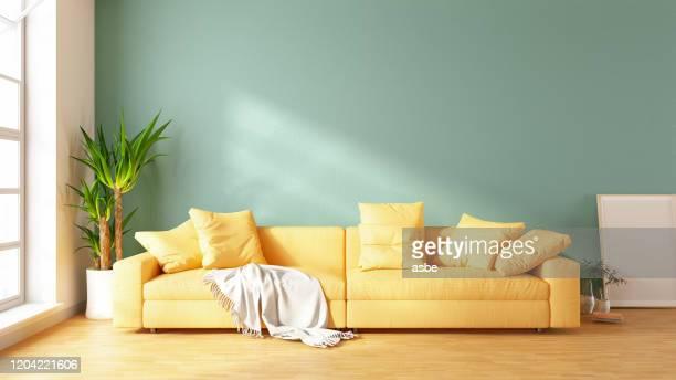 moderne woonkamer met bank en decoraties - pastelkleurig stockfoto's en -beelden