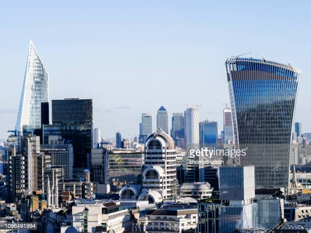 modern london architecture and the financial district - canary wharf stock pictures, royalty-free photos & images