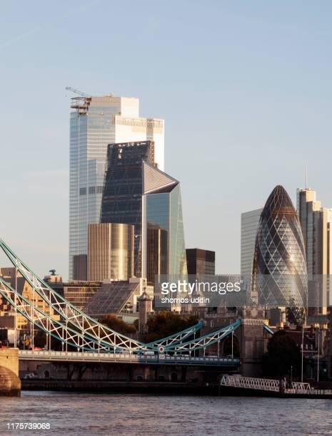 modern london skyline and the financial district - hoofdstad stockfoto's en -beelden