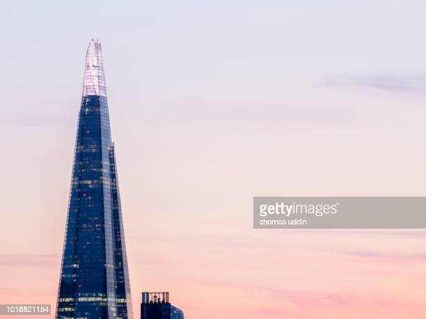 modern london skyscraper at dusk - shard london bridge stock pictures, royalty-free photos & images