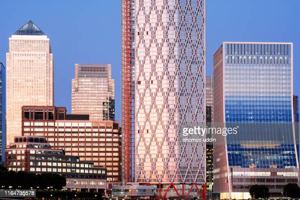 modern london skyscrapers and the financial district at dusk - canary wharf stock pictures, royalty-free photos & images