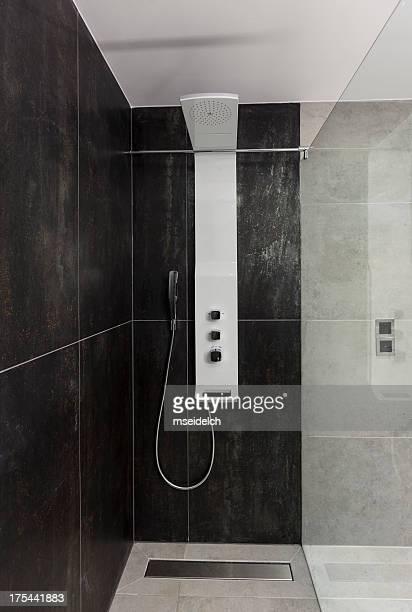 Moderne Luxus-Bad mit Dusche