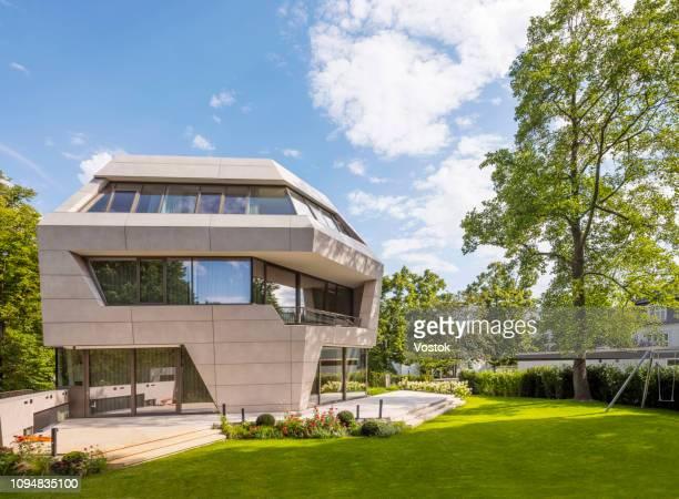 modern luxury villa in berlin - villa stock-fotos und bilder