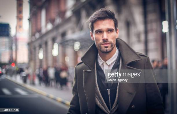 modern man in winter coat - moda foto e immagini stock
