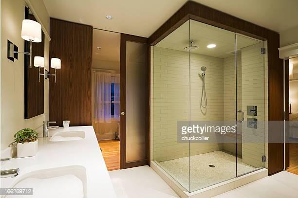 Salle de bains principale moderne