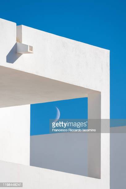 modern minimalist architecture, buildings details with blue sky and half moon - francesco riccardo iacomino spain foto e immagini stock
