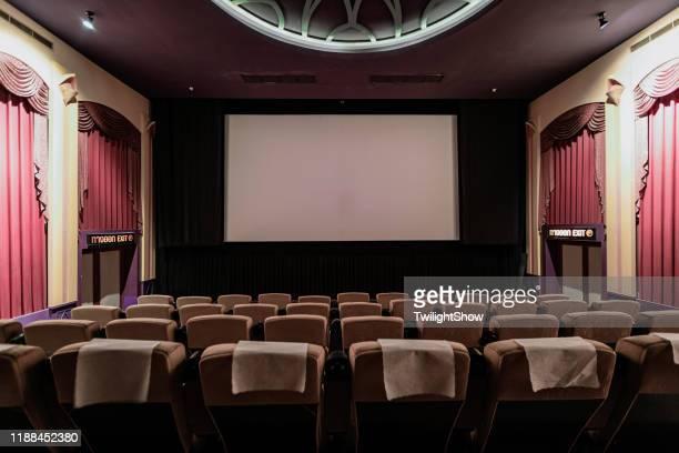 moderne film thearter cinema - color out of space 2019 film stockfoto's en -beelden