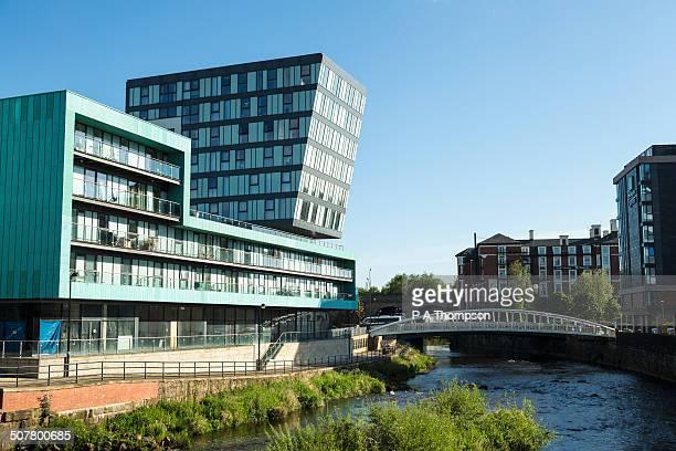 modern office buildings, river don, sheffield - sheffield fotografías e imágenes de stock