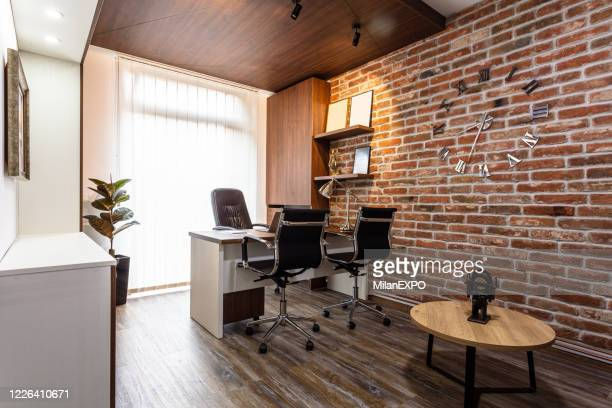 modern office interior - empty desk stock pictures, royalty-free photos & images