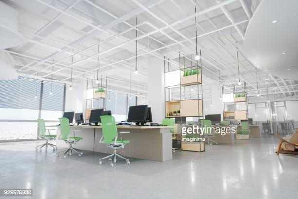 interior moderno de escritório - grande - fotografias e filmes do acervo