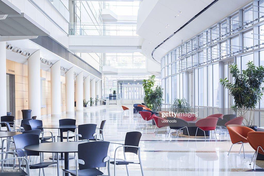 近代的なオフィスのロビー、カフェテリア、待合室 : ストックフォト