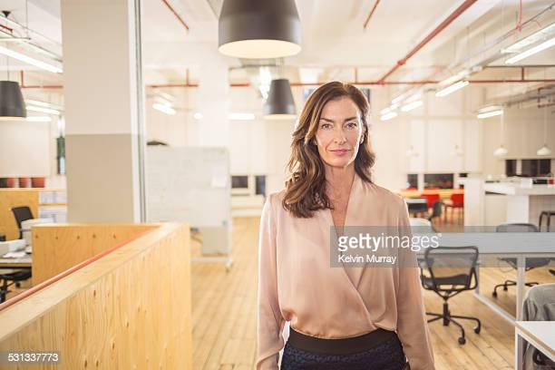 modern office shoot - leanincollection stock pictures, royalty-free photos & images
