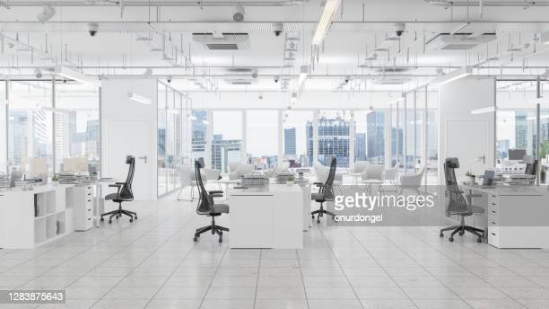 moderne bureauruimte met wachtkamer, raadsruimte en stadsgezichtachtergrond - office stockfoto's en -beelden