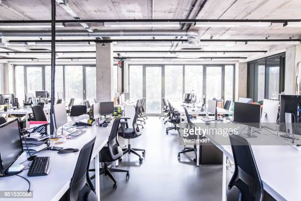 modern open-plan office - leer stock-fotos und bilder