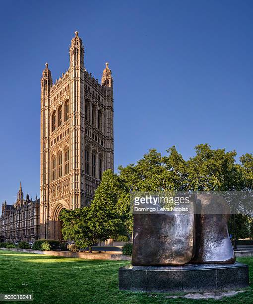CONTENT] Modern sculpture in front of the Parliament in London