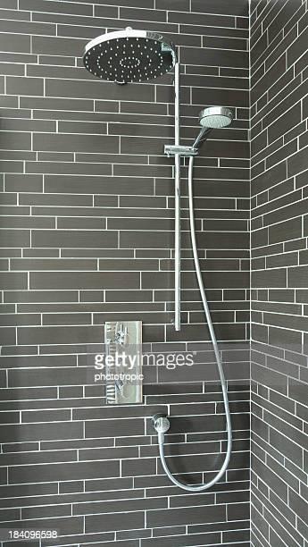 Moderne et d'une douche séparées