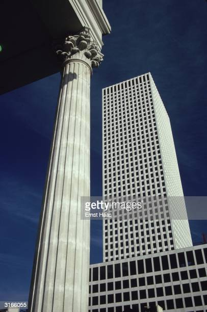 A modern skyscraper seen from a corner of the Gallier Hall in downtown New Orleans