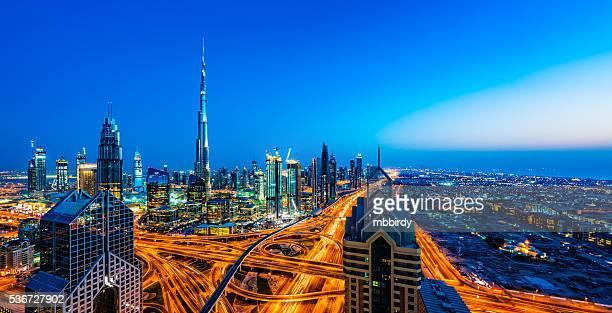 Modernos rascacielos en la ciudad de Dubai, Dubai, Emiratos Árabes Unidos