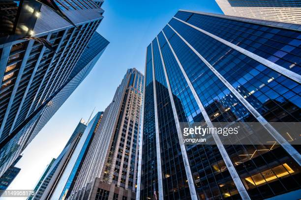 modern skyscrapers in midtown manhattan - skyscraper imagens e fotografias de stock