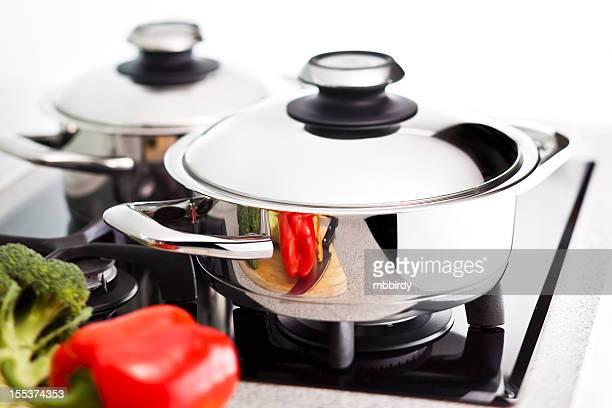modern edelstahl-pan - küchenbedarf stock-fotos und bilder