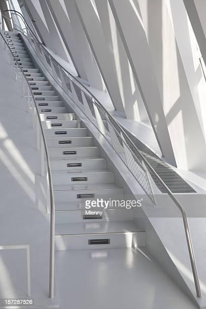 モダンな建築デザインの階段