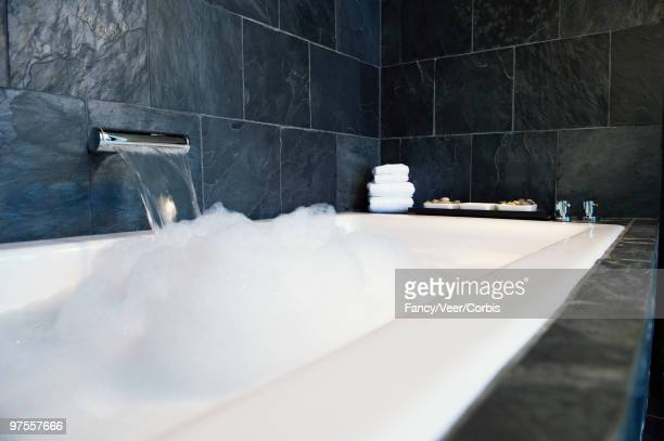 Modern style faucet with water pouring into bathtub