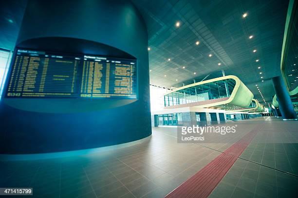 moderna stazione ferroviaria - testo foto e immagini stock
