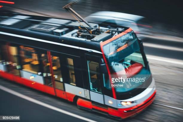 Moderne Straßenbahn in Prag