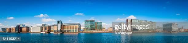 escritórios de hotéis de prédios para panorama de paisagem urbana moderna orla marítima copenhague dinamarca - europa locais geográficos - fotografias e filmes do acervo