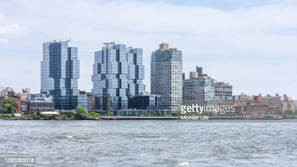 modern williamsburg apartment buildings - new york - brooklyn new york stock pictures, royalty-free photos & images