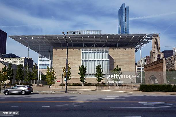 modern wing of art institute of chicago - art institute of chicago stock pictures, royalty-free photos & images