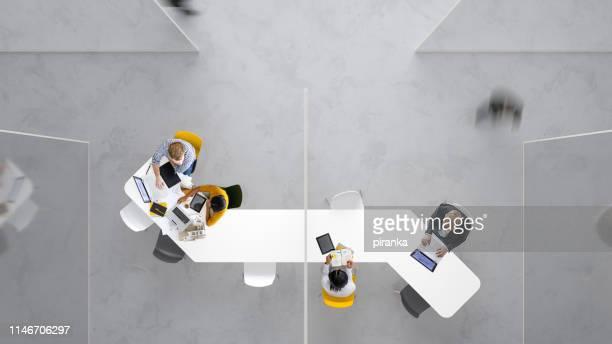 posto di lavoro moderno - four people foto e immagini stock