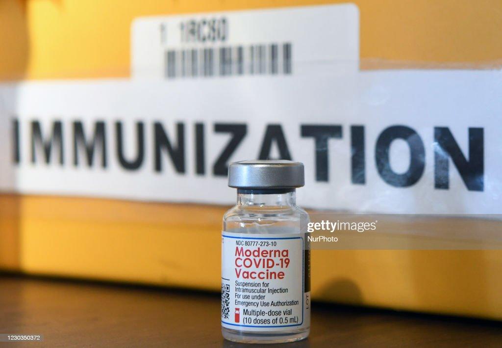 Florida Seniors Receive COVID-19 Vaccine In Orlando : News Photo